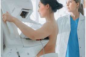 Traitement des cancers du sein localisés évolution vers une désescalade thérapeutique ou vers l'intensification ?